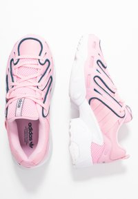 adidas Originals - EQT GAZELLE RUNNING-STYLE SHOES - Matalavartiset tennarit - true pink/tech mint - 3