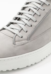ETQ - High-top trainers - alloy - 5