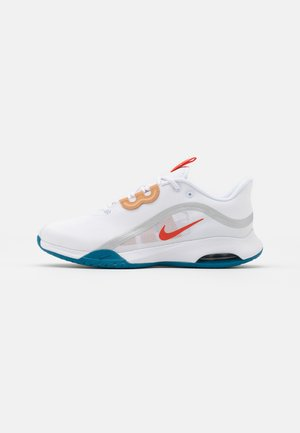 AIR MAX VOLLEY - Buty tenisowe uniwersalne - white/team orange/green abyss