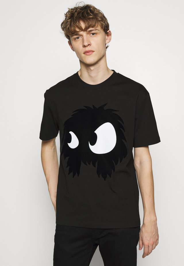 MONSTER DROPPED SHOULDER - T-shirt con stampa - black
