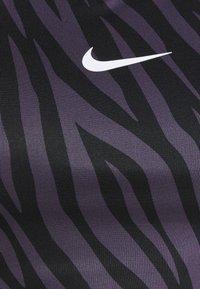 Nike Performance - PLUS SIZE BRA - Sujetadores deportivos con sujeción media - dark raisin/white - 2