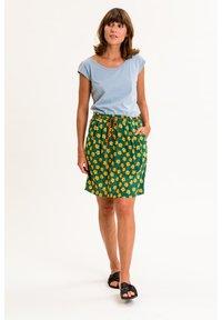 UVR Berlin - A-line skirt - grün mit gelbem blütenprint - 1
