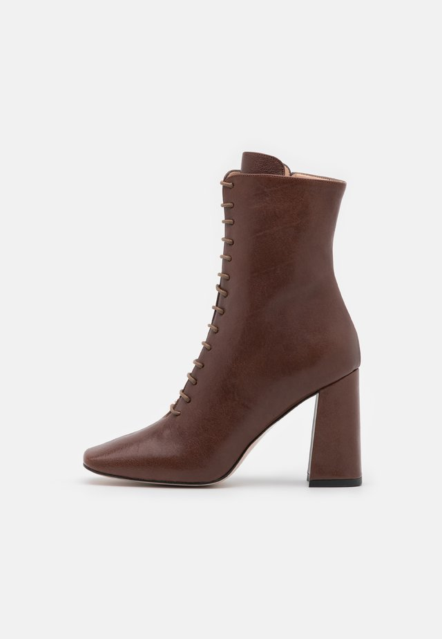 High heeled ankle boots - capra choco