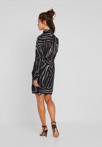 4th & Reckless Petite - TWISH KNOT DRESS - Shirt dress - black - 3