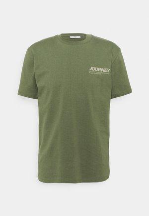 AARHUS  - T-shirt imprimé - olivine