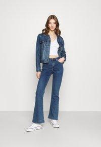 Cotton On - ANNABELLE SHORT SLEEVE - Camiseta estampada - tulip disty blue/white - 1