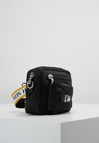 Won Hundred - ATHEN YELLOW - Across body bag - black - 3