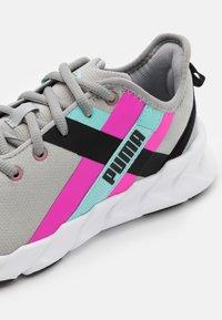 Puma - WEAVE XT TWIN - Sportovní boty - grey/pink - 5