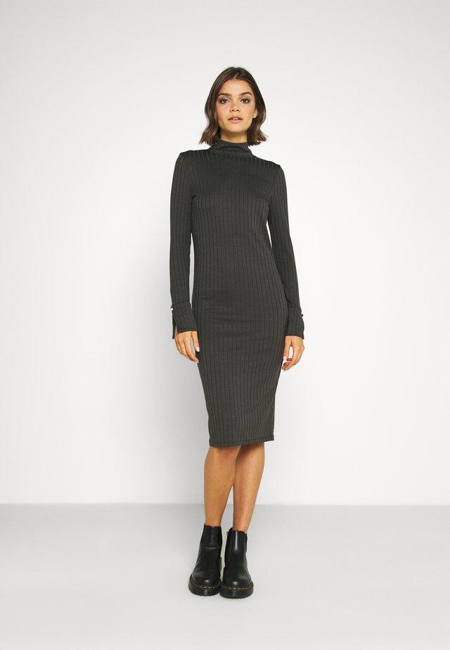 VMVILJA DRESS - Shift dress - tobacco brown