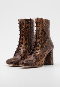 Pinko - DENISE BOOT - Šněrovací kotníkové boty - marrone - 2