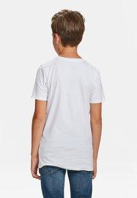 WE Fashion - WE FASHION JONGENS BASIC T-SHIRT, 2-PACK - T-shirt basic - white - 2