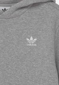 adidas Originals - HOODIE - Hoodie - medium grey heather/white - 2