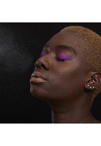 Nyx Professional Makeup - SETTING SPRAY - Utrwalanie makijażu - 1 matte - 3