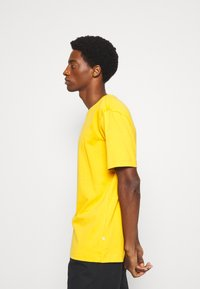 Selected Homme - SLHLOOSEGILMAN O NECK TEE - Basic T-shirt - mango mojito - 4