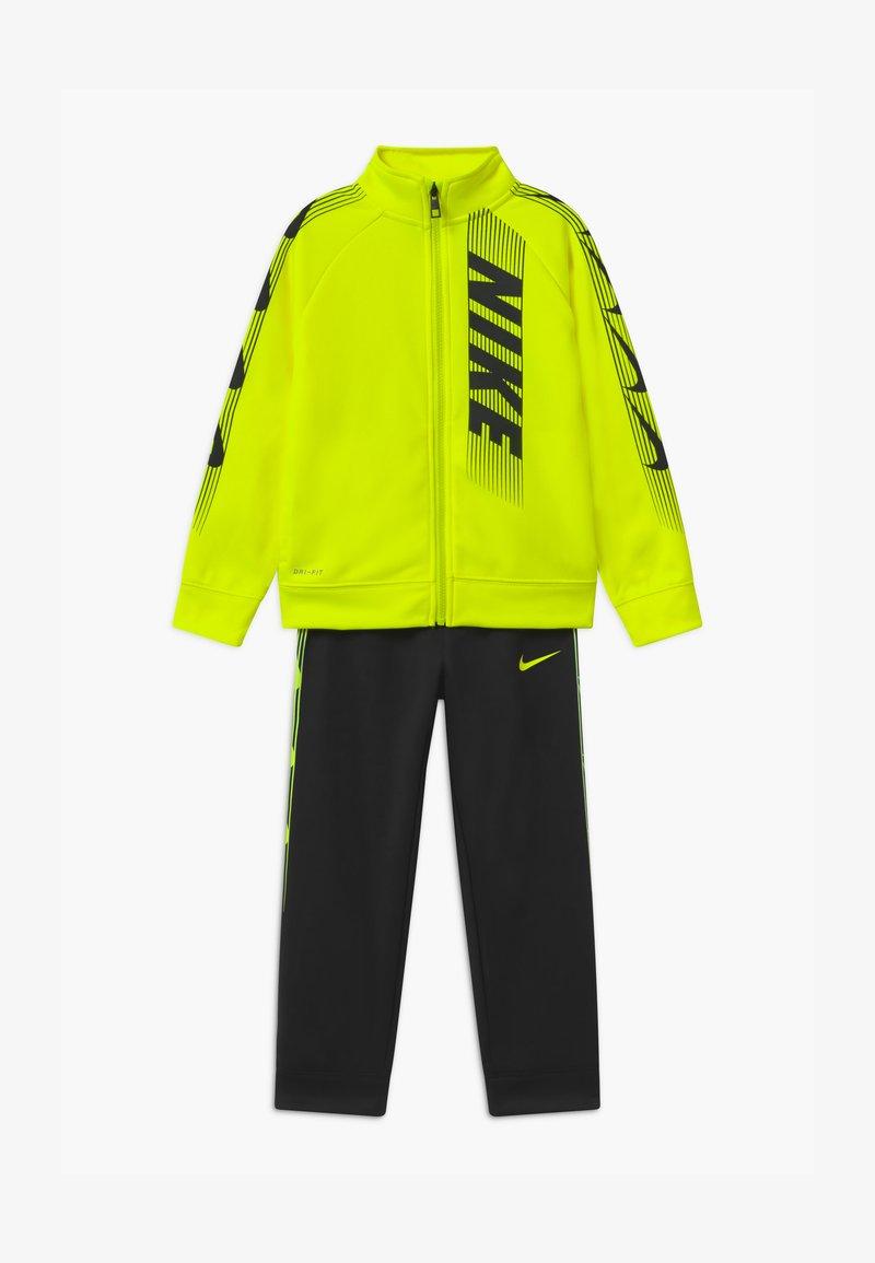 Nike Sportswear - DOMINATE THERMA SET - Tracksuit - black