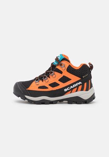 NEUTRON MID KID GTX UNISEX - Hiking shoes - black/orange