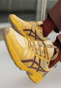 ASICS SportStyle - HN1-S GEL-VENTURE™ 7 - Trainers - yellow/ox brown - 2
