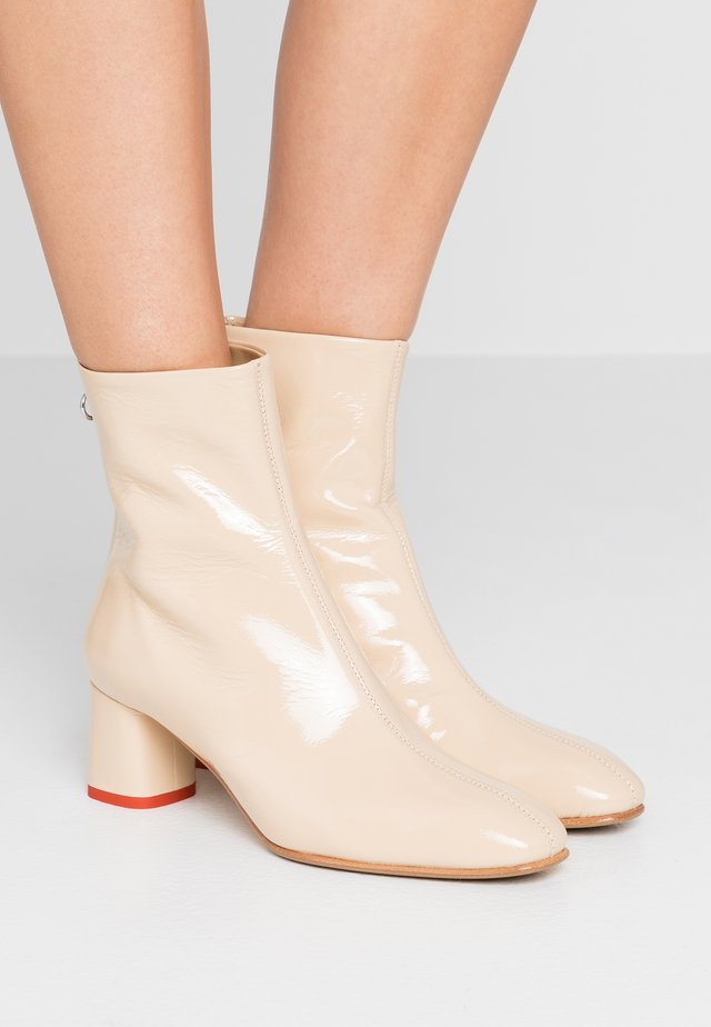 MEL - Classic ankle boots - creamy