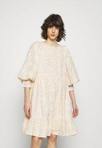 Selected Femme - SLFDANIELA DRESS - Cocktailklänning - sandshell - 0