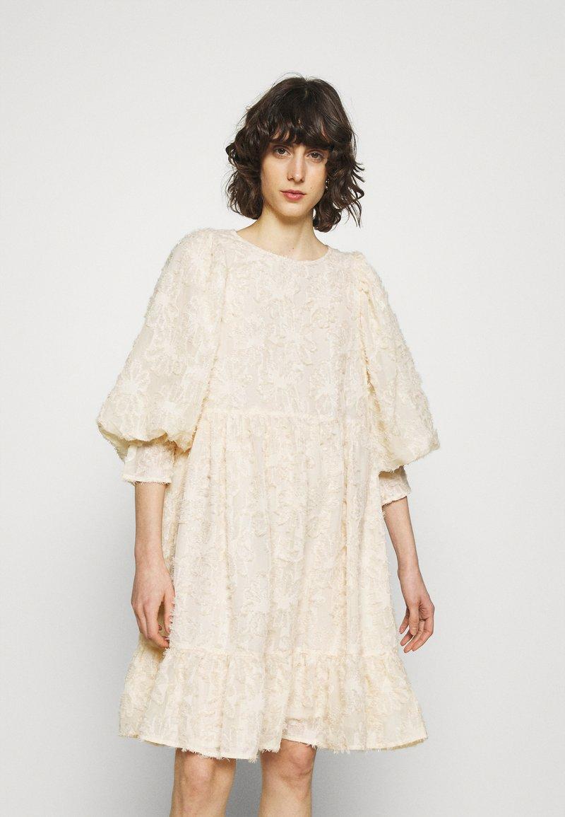 Selected Femme - SLFDANIELA DRESS - Cocktailklänning - sandshell