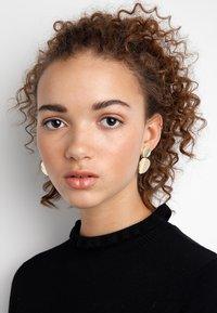 SNÖ of Sweden - AVERY PENDANT EAR  - Earrings - gold-coloured - 1