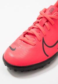 Nike Performance - MERCURIAL VAPOR 13 CLUB TF - Astro turf trainers - laser crimson/black - 2