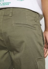 Matinique - CARGO - Shorts - light army - 5