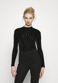 Never Fully Dressed - FLOCKED GIRAFFE PRINT BODYSUIT - Top sdlouhým rukávem - black - 0