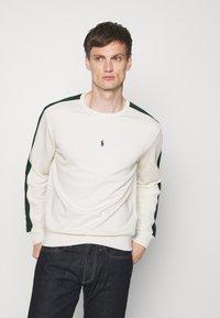 Polo Ralph Lauren - LOOPBACK - Sweatshirt - chic cream/college green - 0