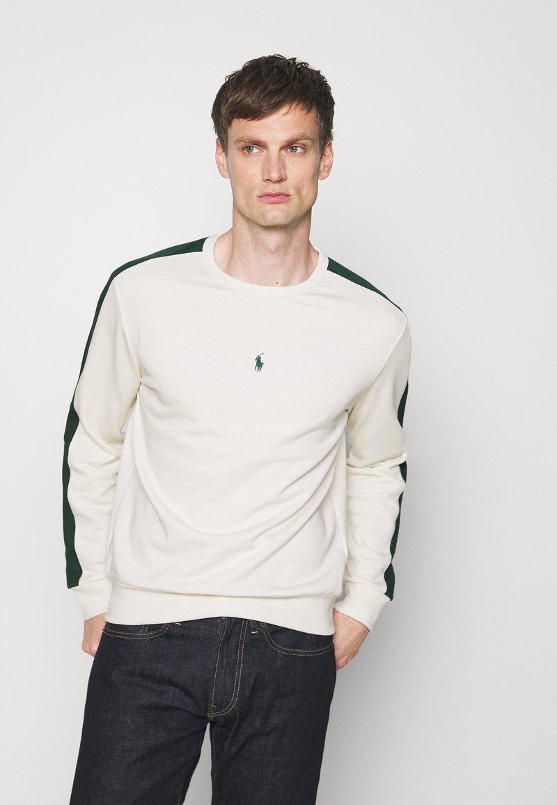 Polo Ralph Lauren - LOOPBACK - Sweatshirt - chic cream/college green