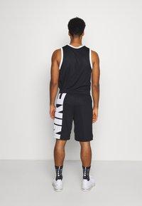 Nike Performance - Sportovní kraťasy - black/white - 2