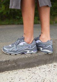 ASICS SportStyle - GEL-PRELEUS - Sneakers basse - metropolis/carrier grey - 4