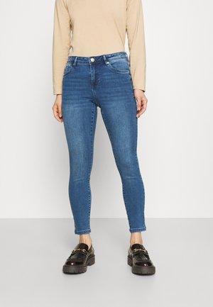 VMTANYA PIPING PETITE - Jeans Skinny Fit - medium blue denim