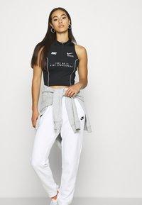 Nike Sportswear - Joggebukse - white - 3