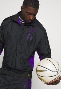 Nike Performance - NBA LA LAKERS TRACKSUIT - Klubové oblečení - black/field purple - 3