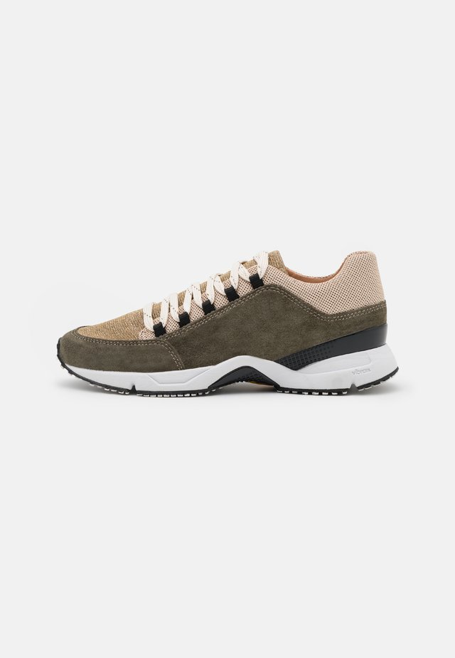 Baskets basses - army/gold/beige