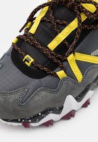 Fila - TRAILER - Sneakers basse - castlerock/aurora - 5
