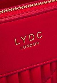LYDC London - HANDBAG - Shoppingveske - red - 4