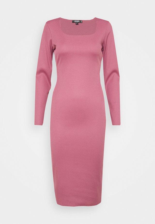 SQUARE NECK LONG SLEEVE MIDI DRESS - Gebreide jurk - pink