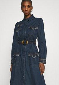 Desigual - VEST CASTIEL - Vestito di jeans - denim medium - 3