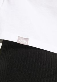 The North Face - CROPPED FINE TEE - T-shirt imprimé - white - 6