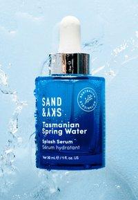 Sand&Sky - TASMANIAN SPRING WATER - SPLASH SERUM - Serum - - - 2