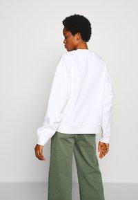 Weekday - HUGE CROPPED SWEATSHIRT - Sweatshirt - white light - 2