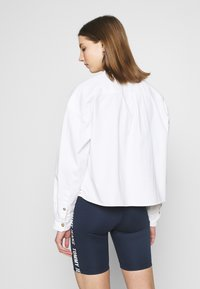 Tommy Jeans - CROPPED UTILITY - Camisa - white - 2