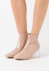 BEBO - ELSIE - Kotníková obuv - nude - 0