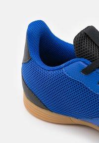 adidas Performance - PREDATOR FREAK 4 IN SALA UNISEX - Indoor football boots - royal blue/footwear white/core black - 5