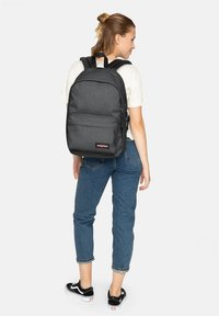 Eastpak - BACK TO WORK RUCKSACK 43 CM LAPTOPFACH - Rucksack - black denim - 0