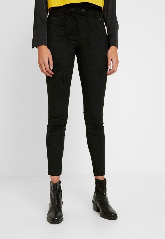 ONLTIA TUVA LEGGING - Pantalones - black