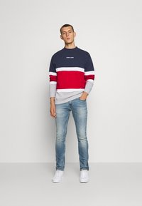 Tommy Jeans - RETRO COLORBLOCK HIGH CREW - Sweatshirt - twilight navy/multi - 1