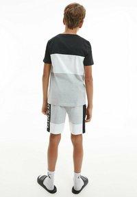 Calvin Klein Jeans - Print T-shirt - ck black - 6